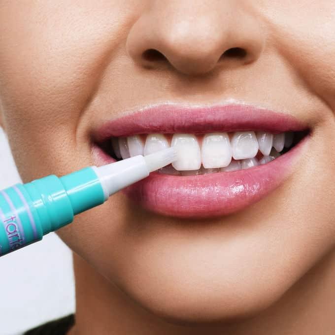 943-pearly-girl-vegan-teeth-whitening-pen-ATHLEISURE-model_ALT.jpg